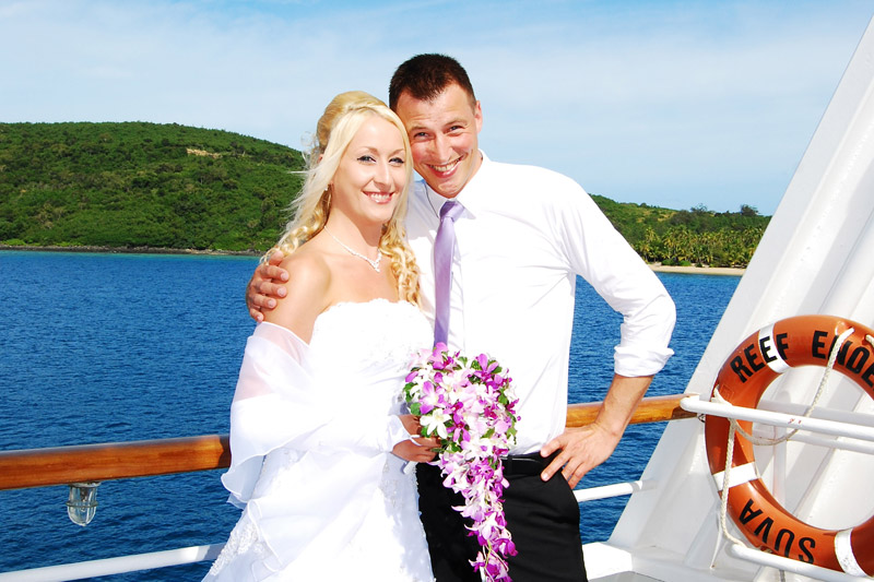 fiji wedding on boat